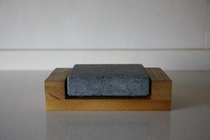 Piedra Volcánica para cocinar 12x10x3 con base de madera