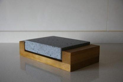 Piedra Volcánica para cocinar 16x16x3 con base de madera