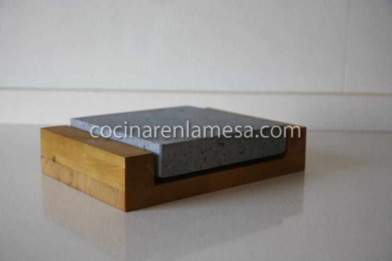 Piedra volc nica para cocinar 20x20x3 con base de madera for Cocinar con 20 soles