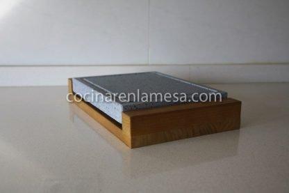 Piedra Volcánica para cocinar 25x20x3 con base de madera
